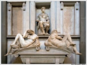 060909-101346-michelangelos-tomb-of-giuliano-di-lorenzo-de-medici-with-night-and-day-at-sagrestia-nuova-in-cappelle-medicee1